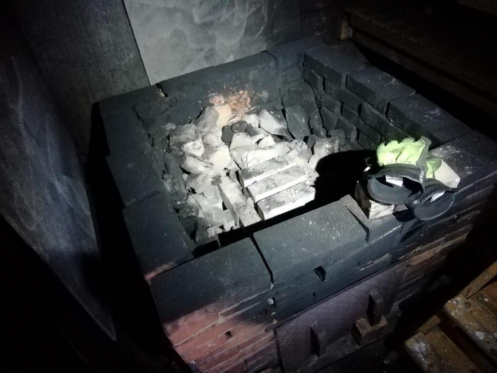 Tulipesä oli ladottu tulitiileistä yksinkertaiseksi holvirakenteeksi.